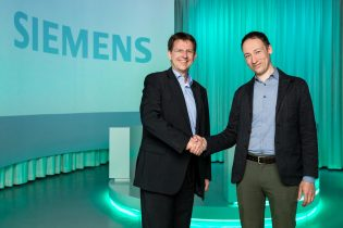 Eike Oliver Steffen, Head Solution And Service Portfolio, Siemens Building Technologies (left) Welcomes Andrew Krioukov, CEO & Co Founder, Comfy (right)
