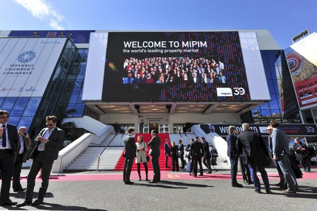 MIPIM 2019 ATMOSPHERE OUTSIDE VIEW